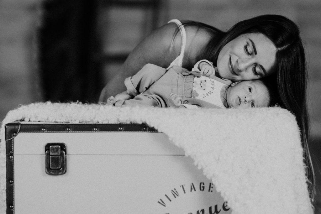 Ben Lévy séance photo naissance bébé - première photo de famille